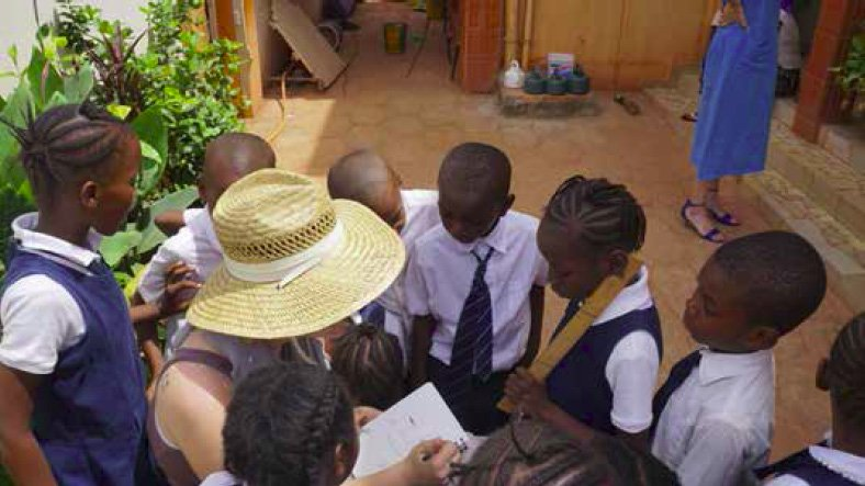 Molly draws for the kids of Groupe Scolaire Les Starlettes in Bamako